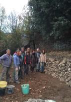 Initiation à la restauration des murs des terrasses au château Hautsegur en Ardèche