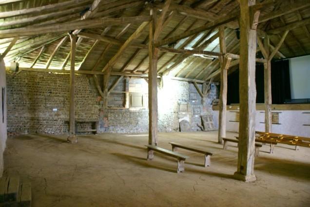 """Vue de l'intérieur du """"grand couvert"""" de Saint-Hilaire-sous-Charlieu"""